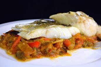Receta de bacalao con samfaina de verduras